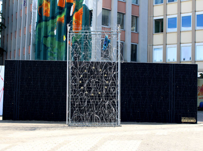 "Installation ""der Zaun / de fence"" / Düsseldorf / 40 Grad Festival"