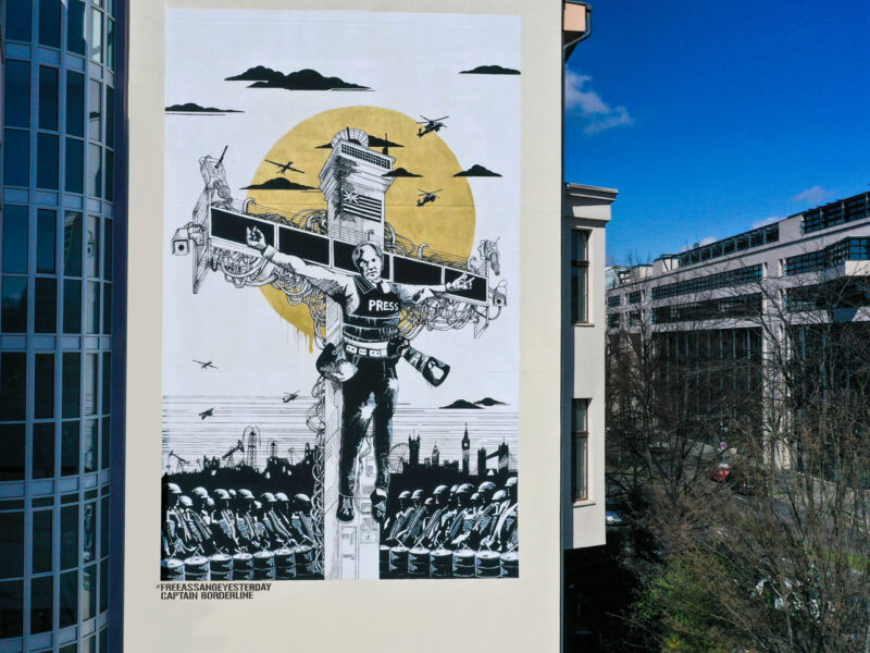 "Mural in Berlin ""Collateral Crucifixion of Julian Assange"""